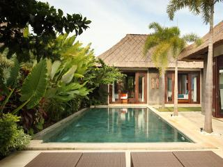 Mahagiri, Luxury 1/2 BR Villas, Central Sanur