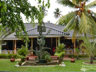 Rooms, Pool & Restaurant In Sri-Lanka, Kammala North