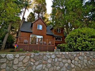 Honey Bear Lodge - walk to the lake and Village, Lake Arrowhead