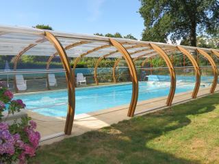 location de vacances 8 personnes, piscine couverte,chauffee, Domaine de Lestroue