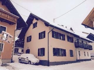 Sue's  House, Tropolach