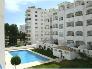 FREE WiFi in Luxurious 2-Bed/2-Bathroom (Sleeps 5/6) Apartment Benalmadena Costa