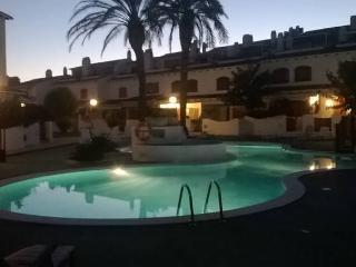 Splendid family getaway with pool near the beach