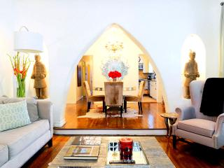 WH Oriental Flat - Spanish Revival Condo Decorated w/ an Oriental Flair!, Los Ángeles