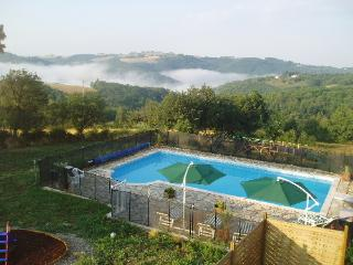 L'Oustal du Viaur - COQUELICOT a lovely family gite with large shared pool