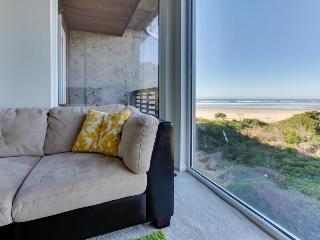 Upscale, pet-friendly beach apartment - close to beach!, Rockaway Beach