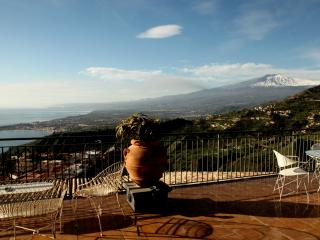 Caruso Luxury Apartament with amazimg sea view, Taormina
