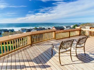 Luxurious dog-friendly home with hot tub and incredible ocean views