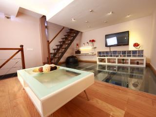 1 bed triplex apart historical centre and beach, Málaga