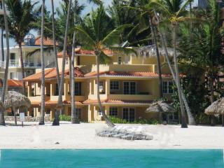 RIGHT ON  THE BEACH !!!!! VILLAS CHIARA PUNTA CANA OCEAN FRONT  3 BEDR 1 FL