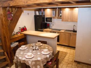 New to market: Top floor apt to rent in Samoens