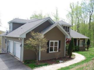 Loveleighs Mtn Paradise_ Hot Tub_4 BR_4.5BA_private_near New River & Boone