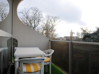 Charming Apartment Near Chatelain