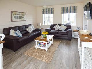 NANTUCKET COTTAGE on-site facilities, off road parking, pet-friendly cottage near Filey, Ref. 920001