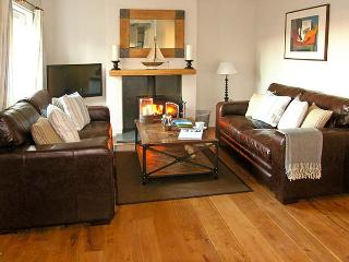 CRASTER REACH, family friendly, luxury holiday cottage, with a garden in