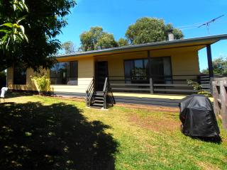PET FRIENDLY Holiday House, Phillip Island (4 Bed)