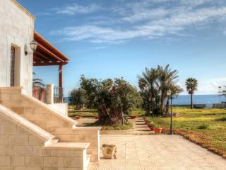 Villa SOLE,8000m2 private garden in front of sea, Syrakus
