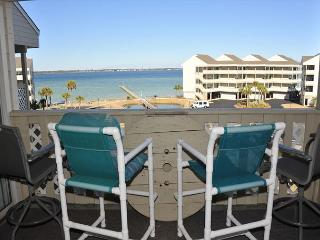 Cute two-bedroom at Baywatch just steps from the Beach!! Views of Sound, Pensacola Beach