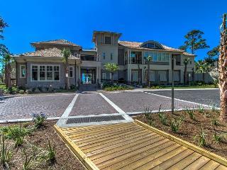 Spacious Sea Pines Townhome, Free Bikes, Walk to Beach, Pool, Golfer's Dream, Hilton Head