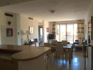 spacious modern lounge, internet and Uk Tv