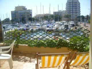 canet plage, terrasse sur le port, Canet-Plage