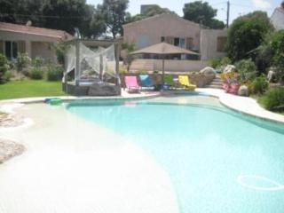 Villa avec superbe piscine privée à 100 m du port