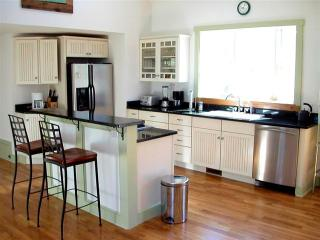 Kitchen bar with 4 stools