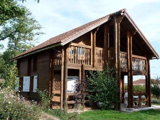 Wooden Lakeside Cottage, Private Pool, Limousin, Nexon