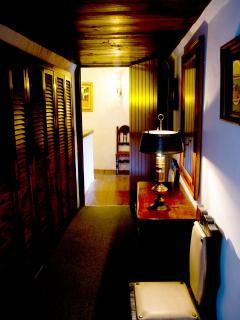 Vestidor desde la habitación cuadruple vista al distribudor de la planta alta