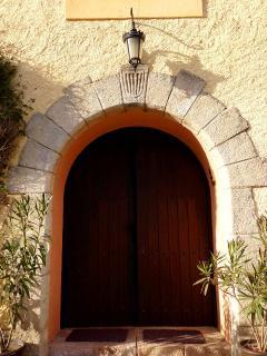 Puerta de entrada a la Masia