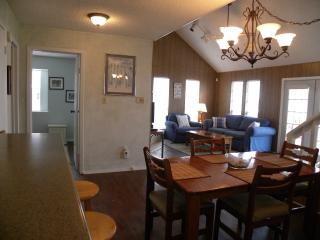 Canal Retreat, Jamaica Beach, Pet Friendly