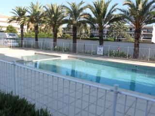 Les Jardins d'Antibes:Sea, Pool, Secluded terrace
