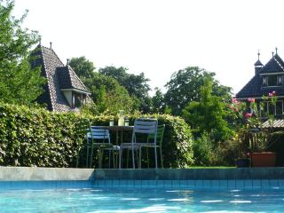 GuestHouseTaverne with Pool/Garden. Designer Outlet Roermond 15 min drive away.