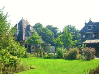 Guest HouseTaverne with free WiFi/Pool/Garden Design Outlet Roermond 7.5 Miles.