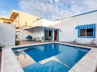 Casa Don Rosa II - Large Pool, Open Layout, Four Blocks to Ocean, Cozumel