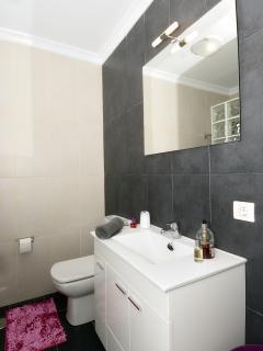 shower rooms x 2
