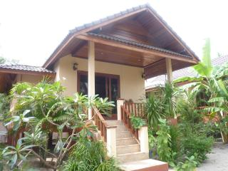 Nice house on beach  with sea view and sunset, Ko Pha Ngan