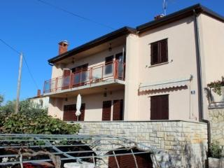 House Ogresta - App for 4, free WiFi, parking