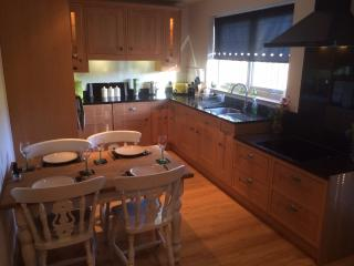 fully fitted kitchen with granite work top