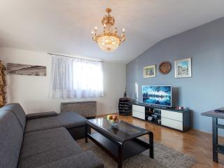 Wide Apartment with Large Terrace, Podstrana