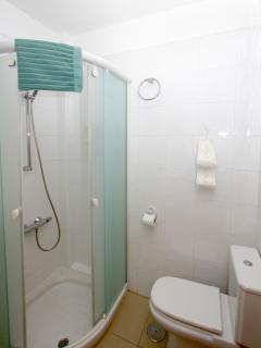 Bonito cuarto de baño con ducha ** Nice bathroom