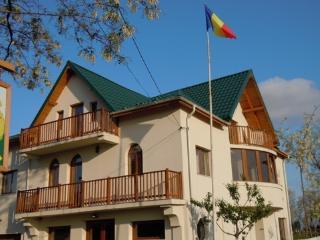 Belegania Villa, Oarja