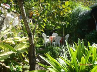 Dans un jardin / 2 cottages pour chacun, Terre-de-Haut