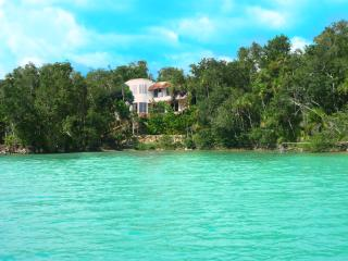Maya Cala Lake Front Villa a Jewel in the Jungle o, Bacalar