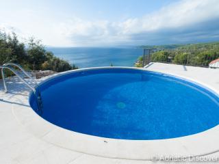 BC11 Luxury frontline villa Erica, Sutivan