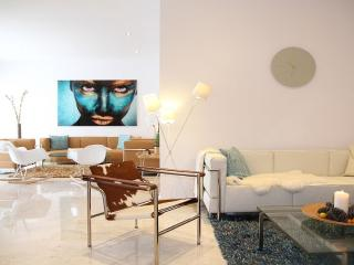 MODERN APARTMENT AT GOLDEN MILE IN AMAZING DOMAIN., Marbella