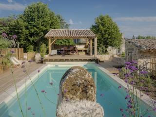 Maison en pierre indépendante, piscine chauffée, Saint-Emilion