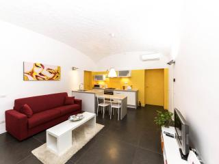 SCALA SANTA Guest House, central,new,quiet, 2 WC