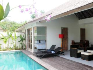 The Decks Bali 2, Luxury Two Bdr Villa with Pool, Legian