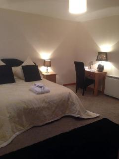 Newly refurbished King room, quality furniture, bed linen,robes and slippers